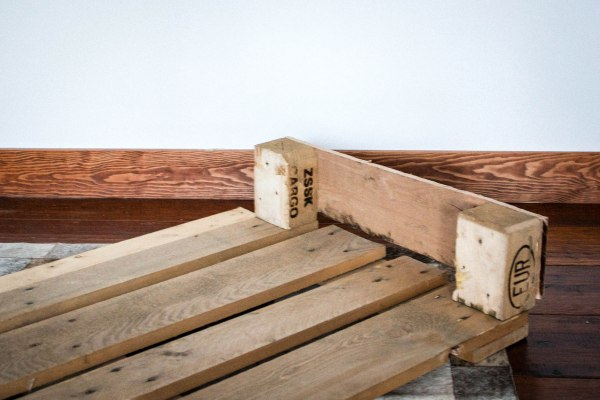 PalletDogBed11